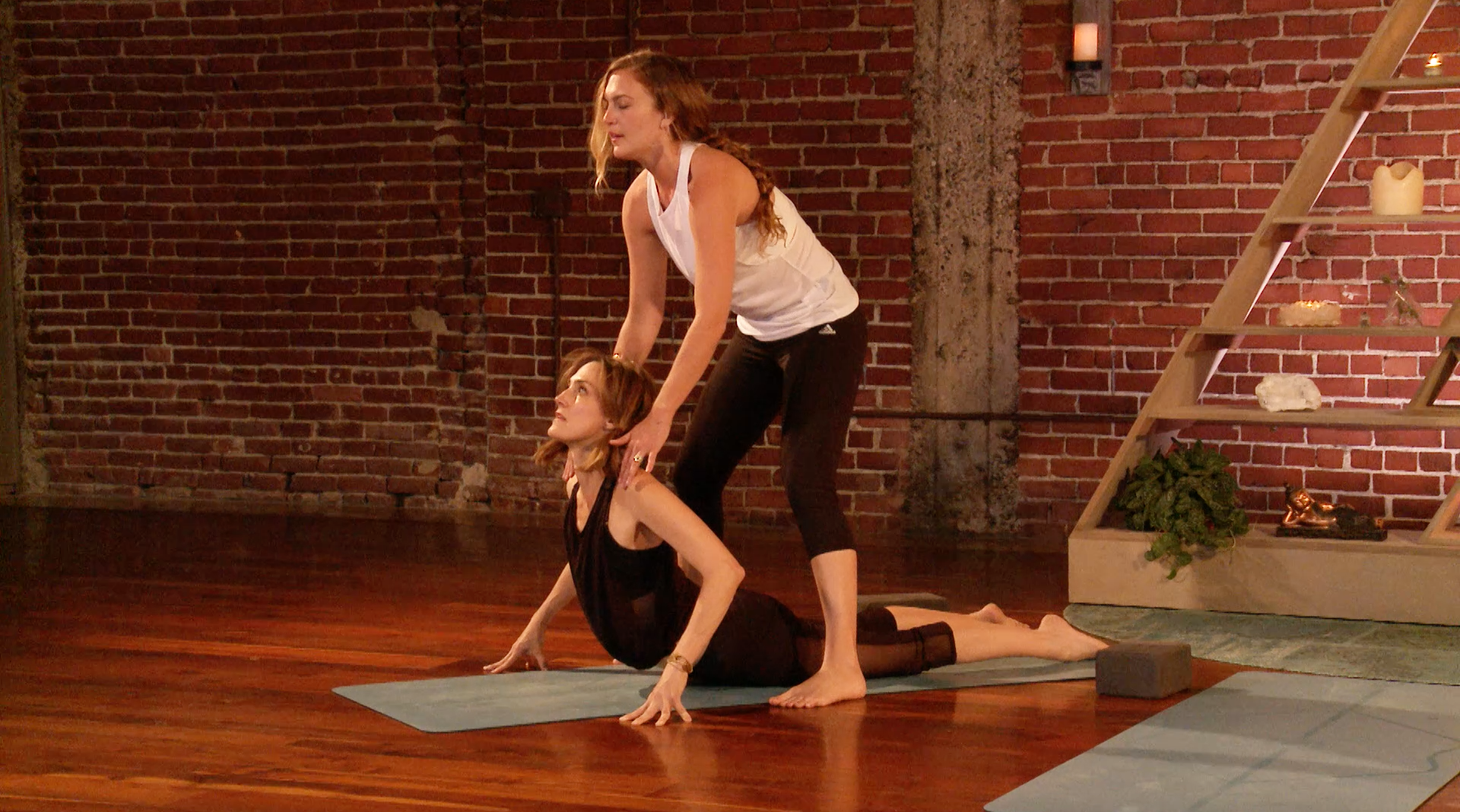 The Flow With Mary Beth LaRue (20 min, Beginner ...